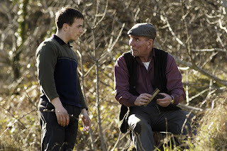 Closing the Ring - Mr Quinlan and smiley Jimmy Reilly (played by Pete Postlethwaite and Martin McCann)