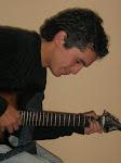 A MI HIJO TAMBIEN LE GUSTA TOCAR MUSICA