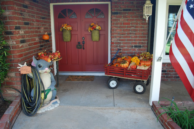 Simplify Fall Decorations Outside