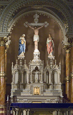 Saint Anthony of Padua Roman Catholic Church, in Saint Louis, Missouri, USA - The crucifix and tabernacle