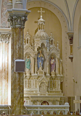 Saint Anthony of Padua Roman Catholic Church, in Saint Louis, Missouri, USA - Mary's altar