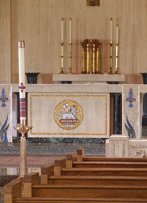 Sainte Genevieve du Bois Roman Catholic Church, in Warson Woods, Missouri, USA - altar
