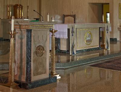 Sainte Genevieve du Bois Roman Catholic Church, in Warson Woods, Missouri, USA - Ambo and altar