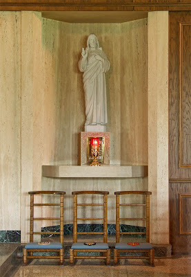Sainte Genevieve du Bois Roman Catholic Church, in Warson Woods, Missouri, USA - Statue of the Sacred Heart of Jesus
