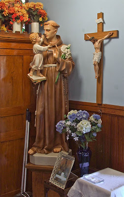 Saint Stephen Roman Catholic Church, in Richwoods, Missouri, USA - Statue of Saint Anthony of Padua