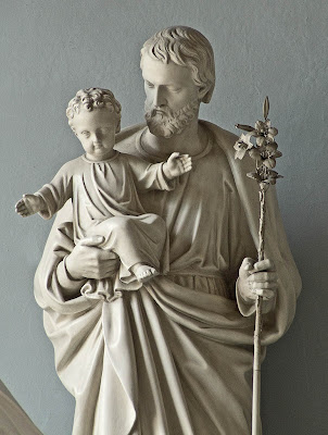 Basilica of Saint Louis, King of France, in Saint Louis, Missouri, USA - Statue of Saint Joseph and the Infant Jesus