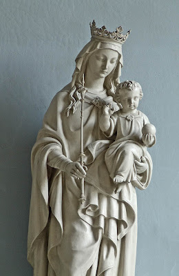 Basilica of Saint Louis, King of France, in Saint Louis, Missouri, USA - Statue of the Blessed Virgin Mary and the Infant Jesus