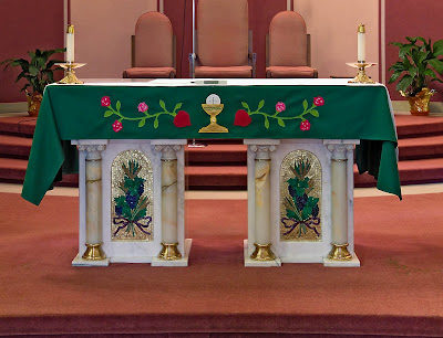 Sacred Heart Roman Catholic Church, in Crystal City, Missouri, USA - altar