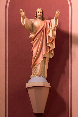 Sacred Heart Roman Catholic Church, in Crystal City, Missouri, USA - Statue of the Sacred Heart of Jesus
