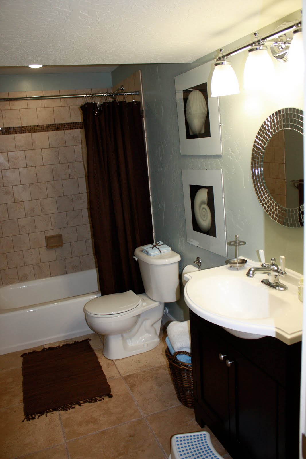 A little great a little decorating small bathroom big - Bathroom decorating ideas pictures ...