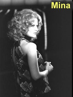 3d7b086ecfd Πως μια συνηθισμένη τραγουδίστρια ξενόφερτων Αμερικανικών ρυθμών κατάφερε  να μετατραπεί στην μεγαλύτερη εν ζωή τραγουδίστρια της Ιταλίας είναι και θα  ...