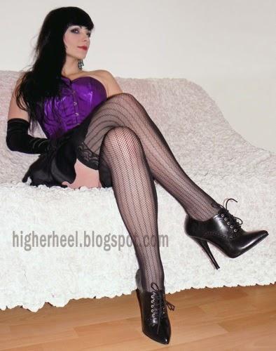 Anne hathaway fine legs