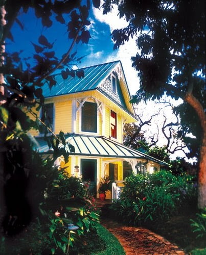 Inside A Tiny Florida Cottage Full Of Tropical Colors: * Lime In The Coconut: An Oyster In The Raw