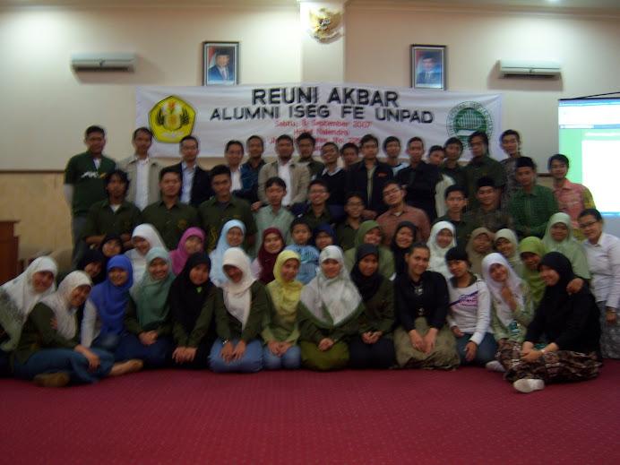 foto alumni beserta pengurus ISEG