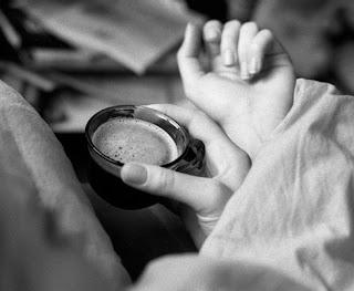 ذرات الملح على حوآف فنجآن قهوتي..~