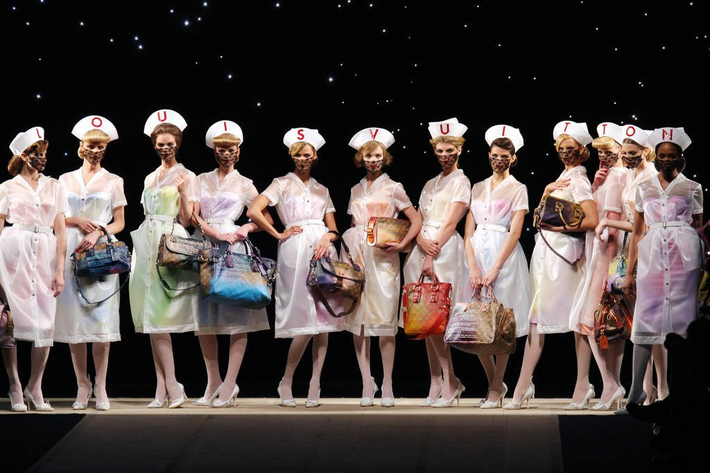 [Louis+Vuitton+Spring+2008+Nurses.bmp]