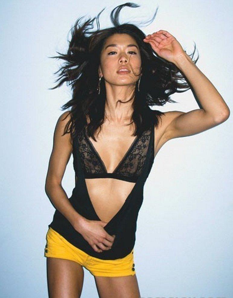 hot chicks gallery: Grace Park Bikini pics in complex