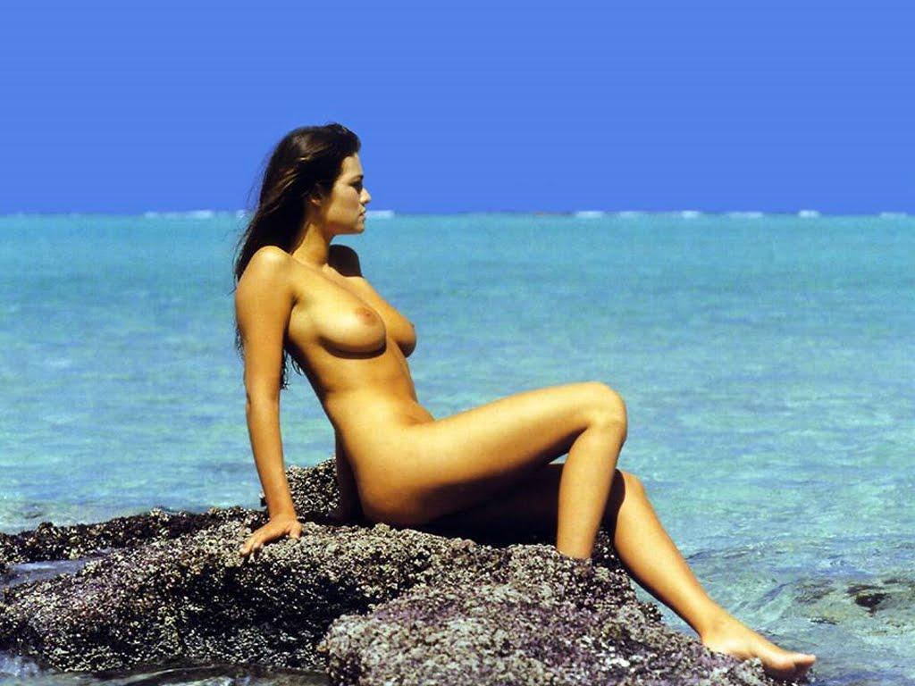 Manuela arcuri naked