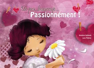 illustration fillette tenant une marguerite dans ses mains illustratrice avec des cheveux roses et petits chignons
