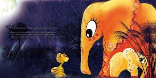 une illustration jeunesse un petit tigre qui pose une question à un éléphant rigolo avec pleins de couleurs et son bébé qui se cache derrière les herbes, il fait nuit la lune brille illustratrice laure phelipon