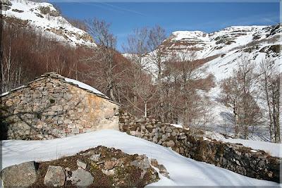 Pico de La Miel desde las Cabañas del Bernacho
