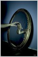 Mirate en el espejo y dime si ves a quien realmente eres..