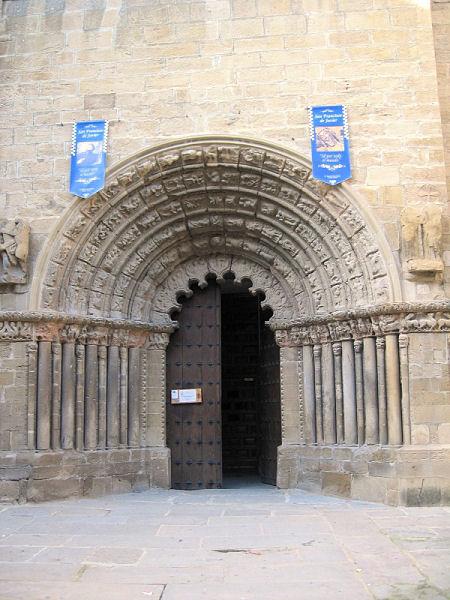 [0984_puente_la_reina_iglesia_santiago.jpg]