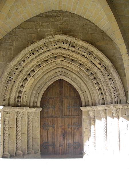 [0976_puente_la_reina_iglesia_del_crucifijo.jpg]