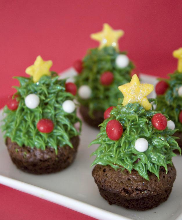 Erica's Sweet Tooth » Strawberry Christmas Tree Brownie Bites