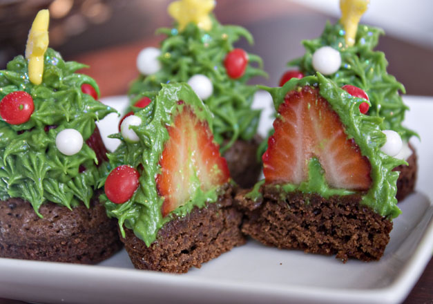 Erica's Sweet Tooth » Strawberry Christmas Tree Brownie Bites