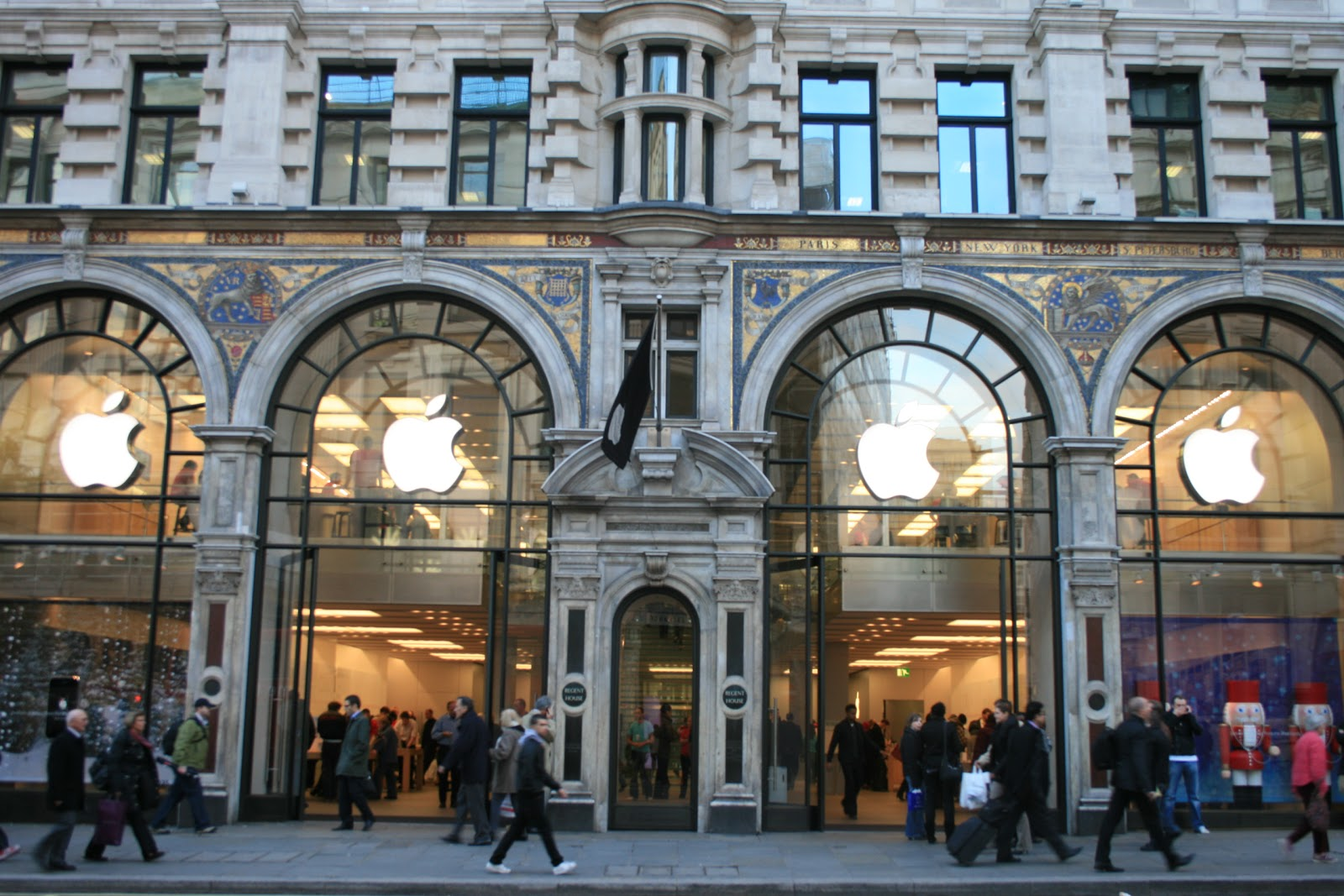 Fresh eyes on London  November 2007 This stunning building in Regent Street is home of the apple store   Zillions buying the new iphone at present