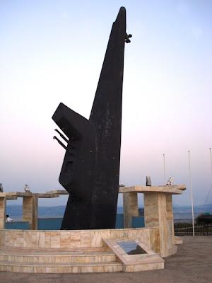 Batan denizaltı heykeli