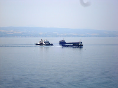 Boğaz'dan geçen gemiler