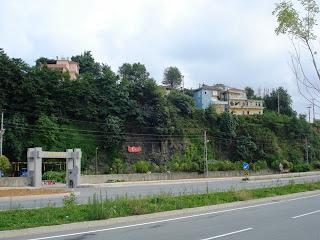 Jandarma'nın hemen üstündeki ev bütün hikayenin geçtiği yer
