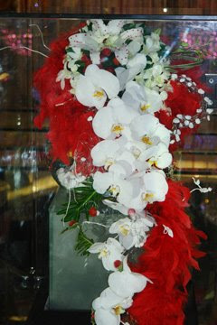 The Bouquet Called â œthien Hoa Bach Ngocâ Thousands Of Flowers Hundreds Gemstones Was Created By Craftsmen From Doji Gems Trade Jsc And Lyly