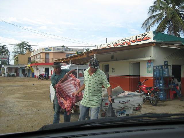 Esto que pasa en la foto se desarrolla en el pueblo de Sabana de la Mar