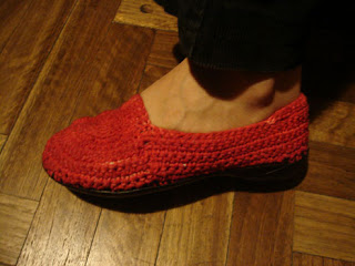alpargatas tejidas en Crochet pedidos y consultas artesaniasnambay@yahoo.com.ar tel. (011) 1560215565