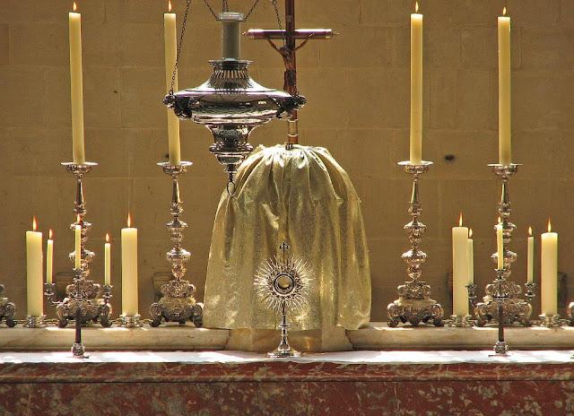 O Concílio de Trento reforçou a devoção eucarística ao Corpo de Cristo, Corpus Christi