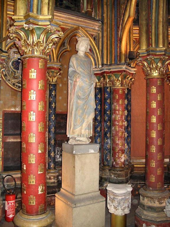 Estátua de São Luis na cripta da Sainte Chapelle, Paris