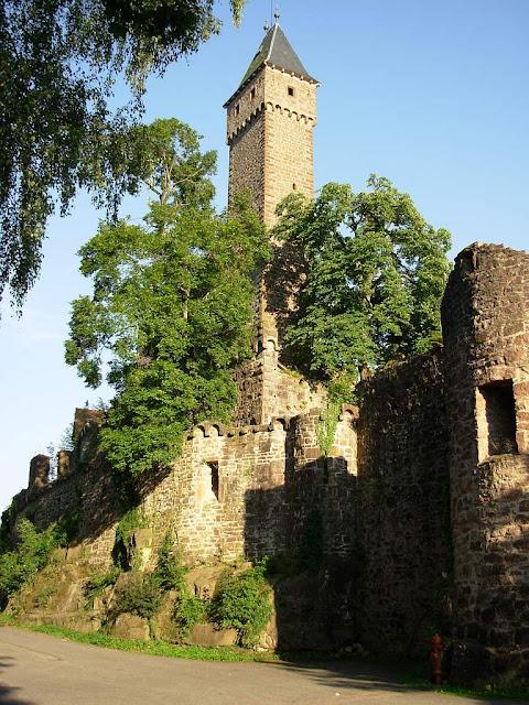 O castelo era a segunda casa dos populares, sua segurança e sede da igrejinha