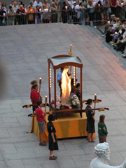 No fim da procissão das velas