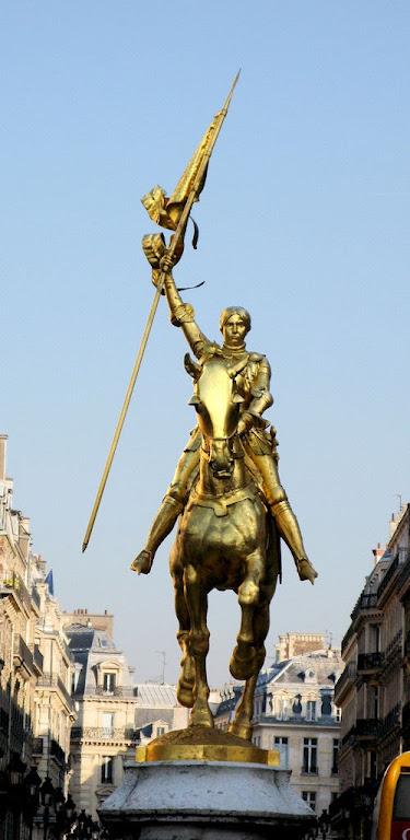 Santa Joane d'Arc, Paris, Herois medievais