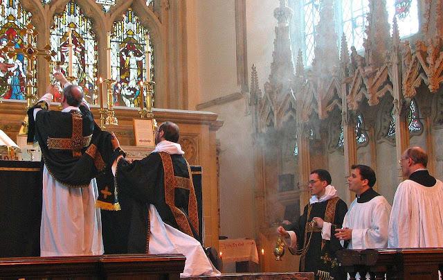 Elevação do cálice na Missa, Dorchester Abbey, ©Fr Lawrence OP
