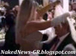 Φωτογραφία από το βίντεο-σκάνδαλο όπου ο Αλέξαντρος Παρίσης χώνεται στα στήθη χορεύτριας