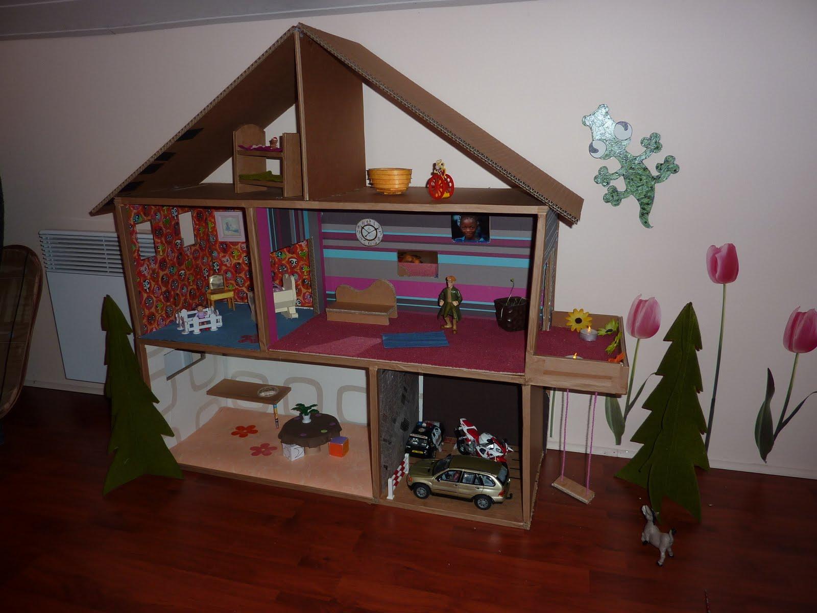 maison de poupees. Black Bedroom Furniture Sets. Home Design Ideas
