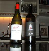 Un chardonnay de Penfolds, Australia, y un sauvignon blanch del norte de Italia