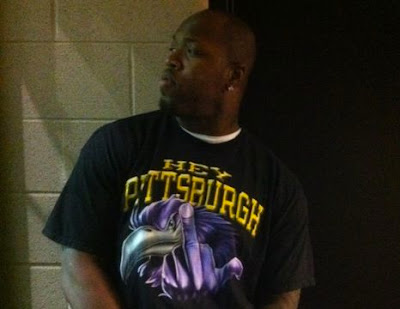 Terrell Suggs middle finger t-shirt
