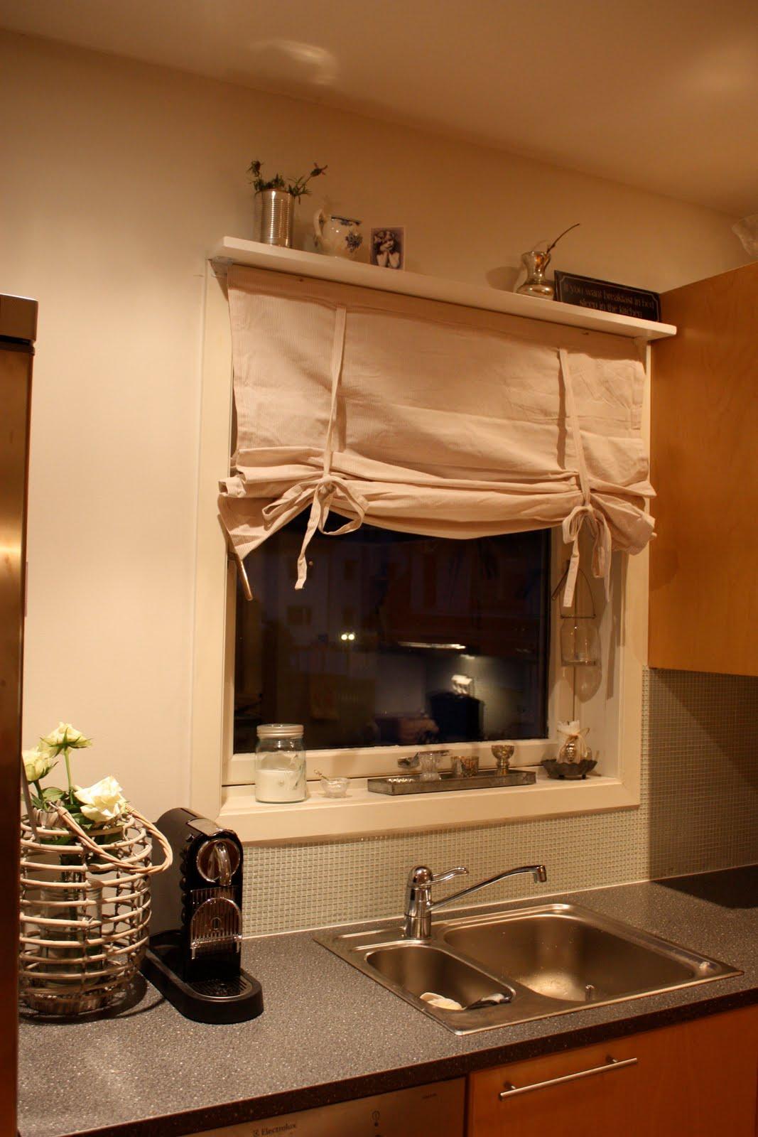 0abf3806 Vekk med de fæle lamellene på kjøkkenet og inn med ny liftgardin fra kid :)