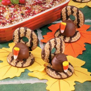 These no-bake simple Turkey Cookies only require 4 ingredients and yet are so fun and easy to make with your kids. #WomenLivingWell #easycookies #EasyThanksgivingRecipes #Kidfriendly