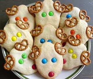 These Easy Reindeer cookies are super fun for your kids to make. Just three easy ingredients turns simple sugar cookies into Christmas fun! #WomenLivingWell #Christmascookies #easyChristmascookies #Christmas